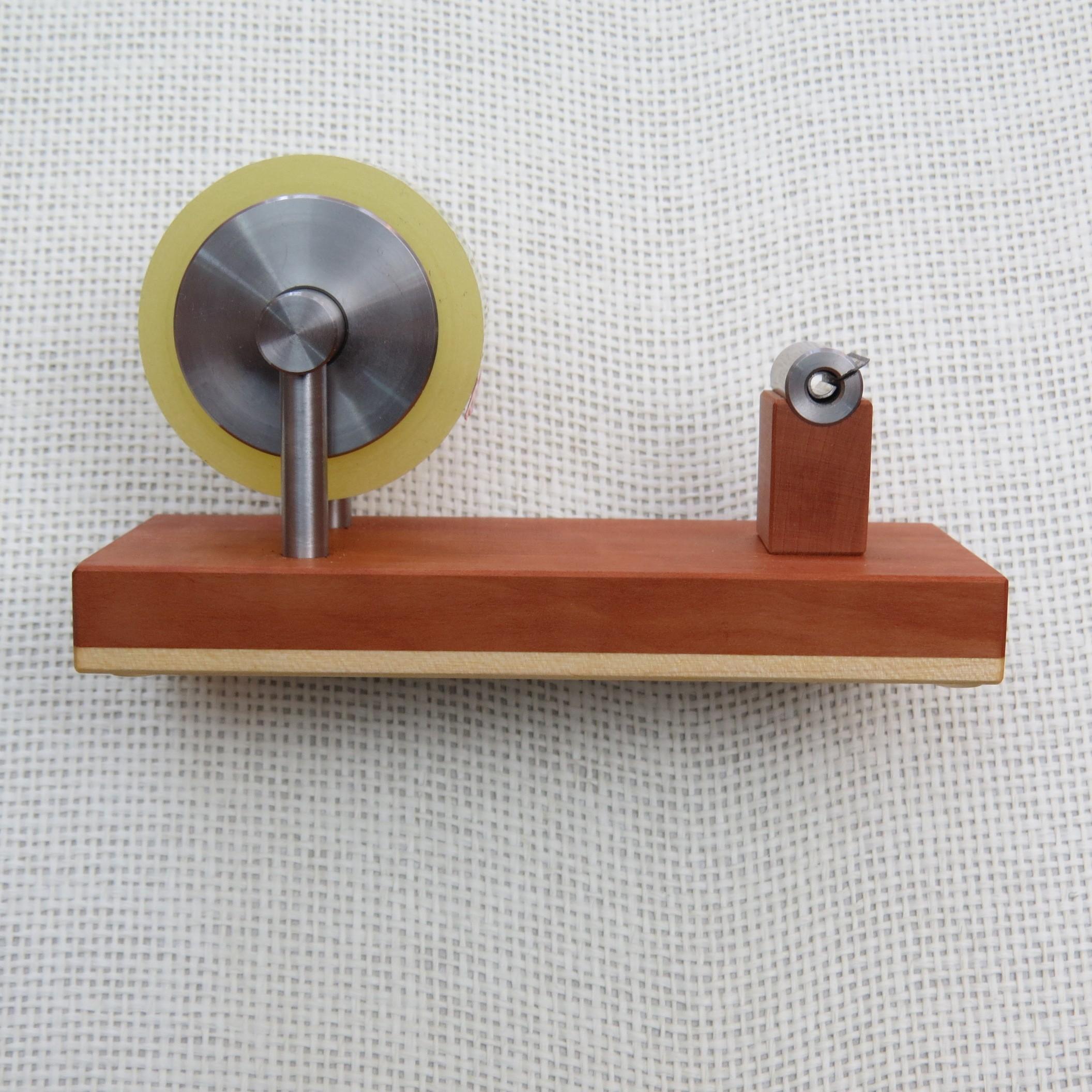 Klebestreifenabroller aus Birnenholz + Ahornholz