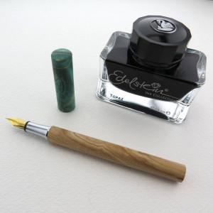 Holz-Füller Endless in Ahorn aus dem Zwiesel mit grünem Hut