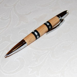 Holzkugelschreiber aus Ahornholz und Perlutt